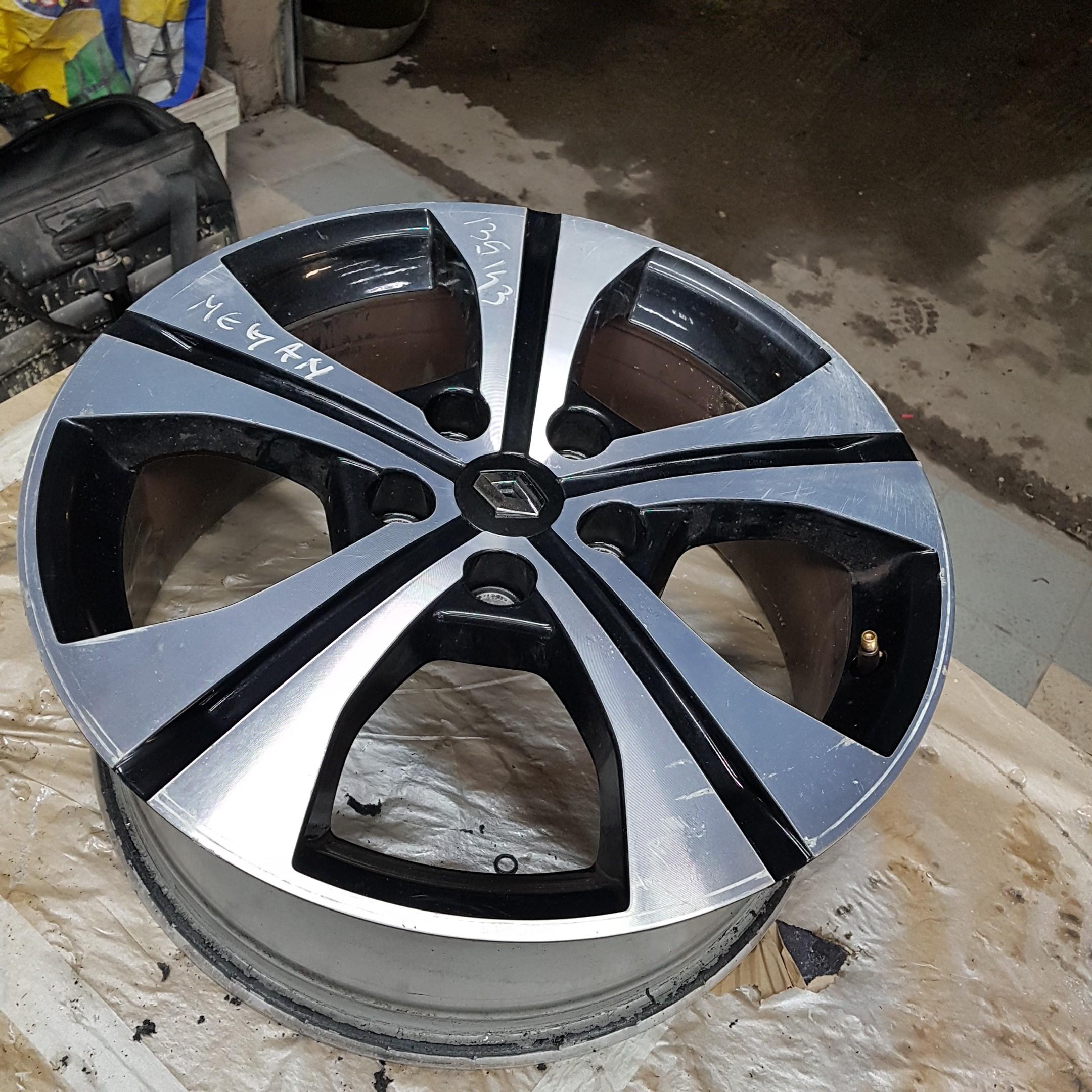 Megane 3 Ref 403007582r Une Jante Aluminium Renault Megane 3 17 Pouces Black Schuss 5 Trous 7 0 X 17 Pouces Ch5 49